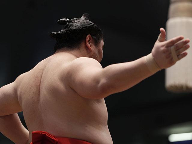 相撲に見習え